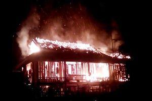 Mâu thuẫn với vợ, chồng bất ngờ châm lửa đốt nhà ngày giáp Tết
