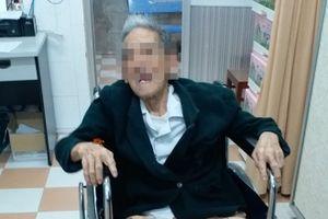 Nội soi lấy mẫu xương heo mắc trong thực quản cụ ông 105 tuổi