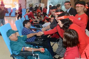Hàng ngàn người dân tham gia hiến máu trong ngày hội 'Chủ nhật Đỏ'