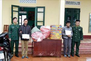 Giấu 113 kg pháo lậu trong bao tải dứa và thùng carton vận chuyển về Việt Nam