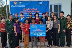 Hội LHPN Hà Nội trao mái ấm tình thương cho phụ nữ biên cương ở Kon Tum