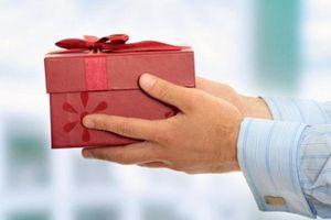 5 món quà ám đầy vận xui không nên biếu, tặng dịp Tết kẻo vận đen đeo bám cả người tặng lẫn người nhận