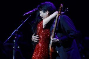 Bằng Kiều, Hồng Nhung cháy hết mình cùng khán giả Thủ đô trong live concert của nhạc sĩ Dương Thụ