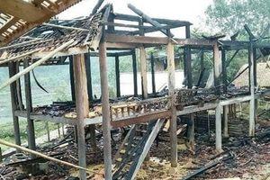 Mâu thuẫn với vợ, chồng phóng hỏa đốt nhà