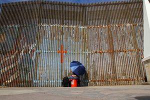 Bất đồng từ bức tường biên giới Mỹ - Mexico