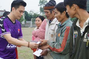 'Tết ấm tình thương' trao 250 suất quà cho hộ nghèo ở Nho Quan, Ninh Bình
