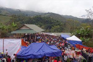 Độc đáo phiên chợ Tết đầu tiên vùng biên viễn xứ Nghệ