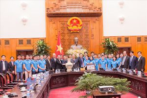 Thủ tướng gặp mặt các kỹ sư chế tạo vệ tinh MicroDragon