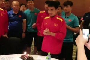 Clip: Sinh nhật Đức Huy trong đêm, thầy Park 'troll bá đạo'