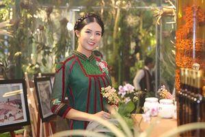 Hoa hậu Ngọc Hân, ca sĩ Ngọc Anh hội ngộ tại triển lãm 'Báu vật đại ngàn'