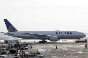 Hành khách lạnh cóng vì máy bay kẹt 13 giờ trên đường băng -30 độ C