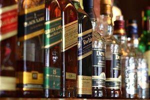 'Chặn đường' tiêu thụ hàng trăm chai rượu vang không mã số, mã vạch