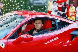 Tuấn Hưng đưa vợ đi 'bão' bằng siêu xe sau khi Việt Nam thắng Jordan