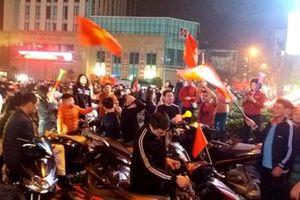 Người hâm mộ không ngủ vì đội tuyển Việt Nam chiến thắng