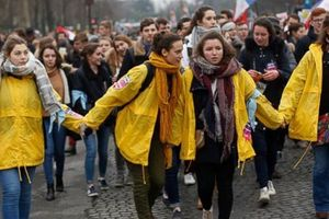 Pháp: Hàng nghìn người tuần hành phản đối việc nạo phá thai
