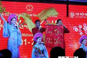 Nhà hát Ca múa nhạc Quân đội biểu diễn 'Mừng Xuân Kỷ Hợi' tại Nga