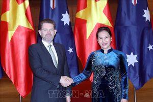 Chủ tịch Quốc hội Nguyễn Thị Kim đón và hội đàm với Chủ tịch Thượng viện Australia