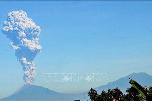 Núi lửa Merapi liên tục phun trào, người dân Indonesia được kêu gọi tránh xa 3 km