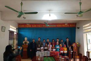 Thăm và tặng quà cho học sinh trường Tiểu học Ngọc Mỹ ở Hòa Bình