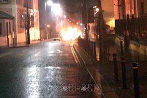 Bắc Ireland: Phong tỏa một con phố để tìm kiếm chiếc xe khả nghi