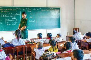 Người thầy mang quân hàm xanh