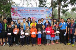 Huế: Trao học bổng cho học sinh nghèo vùng biển dịp Tết Nguyên đán
