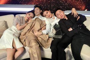 'Soi' khoảnh khắc ngủ gật của Hoa hậu Hương Giang: Đẹp không góc chết!