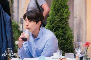 Sau khi 'Hồi ức Alhambra' kết thúc, công ty quản lý tung loạt ảnh hậu trường của Hyun Bin