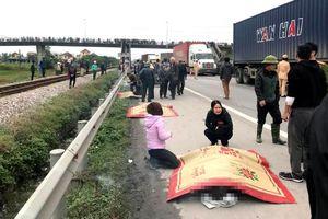 Hải Dương: Đoàn người đi viếng nghĩa trang liệt sĩ bị xe tải đâm 8 người tử vong