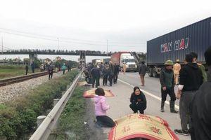 Hải Dương: Xe tải đâm vào đoàn đi viếng mộ, 9 người chết thảm