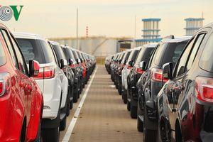 Gần Tết, ô tô nhập khẩu tăng tốc về nước