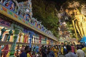 Pháo nổ làm 34 người bị thương trong lễ hội Thaipusam ở động Batu