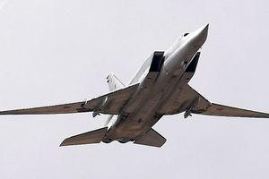 Máy bay ném bom siêu thanh Tu-22M3 của Nga bị phá hủy