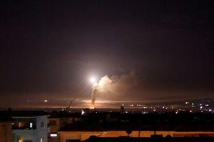 Israel dồn dập không kích Syria