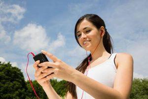 Đeo tai nghe thường xuyên có thể làm mất thính lực