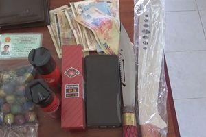 Bắt giữ nam thanh niên mua bán vũ khí, công cụ hỗ trợ