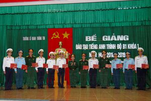 Bế giảng khóa 1 đào tạo tiếng Anh trình độ B1 toàn quân