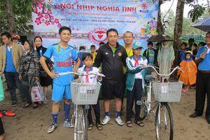 Tiếp sức đến trường cho 22 học sinh nghèo vùng biển Vinh Thanh