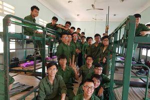 Học sinh trải nghiệm cuộc sống quân ngũ