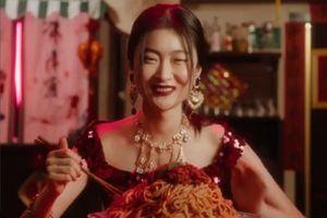Người mẫu Trung Quốc tiêu tan sự nghiệp vì quảng cáo cho Dolce & Gabbana