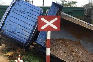 Thanh Hóa: Lại xảy ra va chạm giữa tàu hỏa và ô tô tải