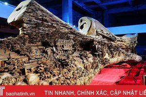Mãn nhãn với tác phẩm điêu khắc gỗ khổng lồ trên thân cây 1.000 năm tuổi