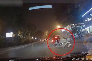 Nam thanh niên lái xe máy lạng lách, vượt ẩu và cái kết đắng