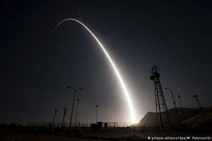Du khách trượt tuyết quay cận cảnh Israel đánh chặn tên lửa Syria