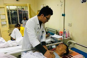 Chuyển nạn nhân bị thương nặng nhất trong vụ TNGT ở Hải Dương lên Hà Nội