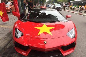 Chuyện Showbiz: Hoàng Thùy Linh lái xe lơ là, Tuấn Hưng phạm luật giao thông