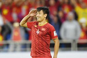 Hình ảnh Bùi Tiến Dũng giơ tay chào kiểu nhà binh lên trang chủ AFC