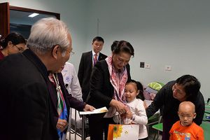 Chủ tịch Quốc hội Nguyễn Thị Kim Ngân thăm, tặng quà các bệnh nhi ung thư nghèo
