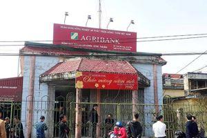 Thái Bình: Cướp ngân hàng bằng bình xịt hơi cay, dao quắm