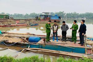 Thanh Hóa: Bắt hai tàu hút trộm cát trên sông Mã